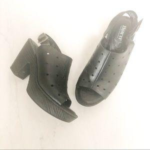 BORN Galoa Clogs • black leather • size 7 • EUC